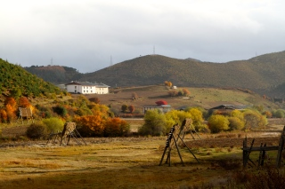 Pastoral ideal behind Songzanlin Monastery