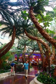 Entrance to gaming floor at The Sheraton Macau _ expatlingo.com