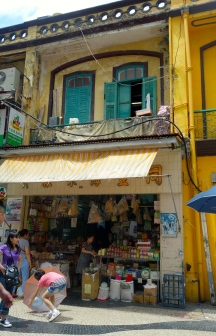 Shop front near Largo do Senado Macau _ expatlingo.com