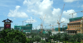 Construction cranes in Cotai Strip Macau _ expatlingo.com