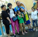 Happy tourist family in The Venetian Macau _ expatlingo.com