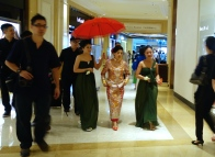 Bride in shopping center Macau _ expatlingo.com