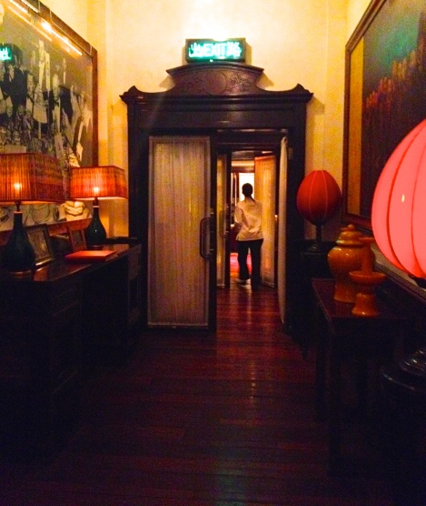 The China Club entrance hallway _ expatlingo.com