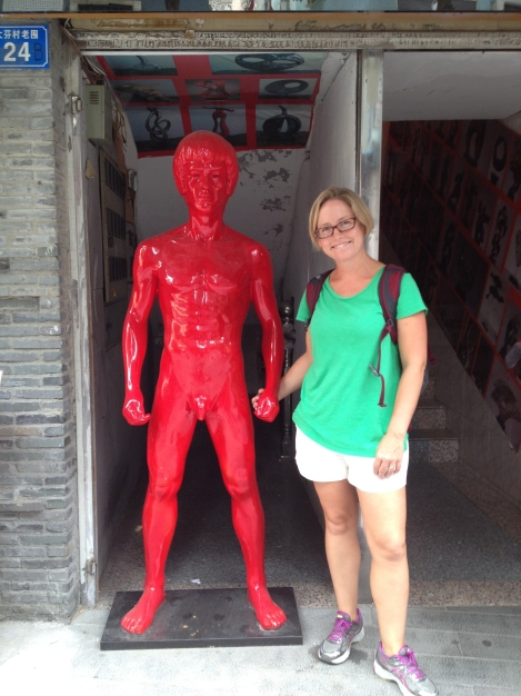 Hanging out in Dafen with my good friend naked, red Bruce Lee