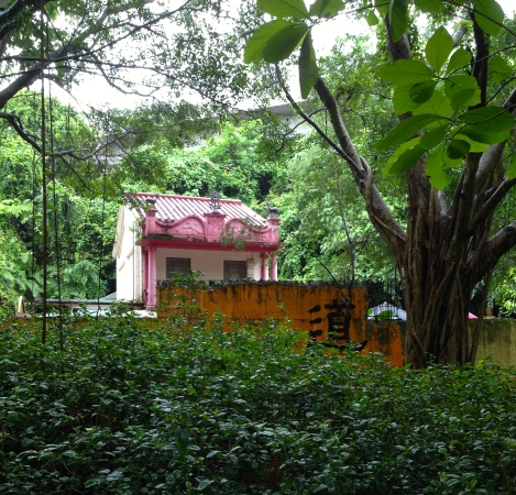 Mysterious pink building within the Mui Shue Hang Park.