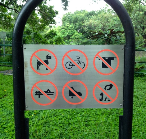 Sign in the Mui Shue Hang Playground. Pity the fool who'd like to recline in the park!