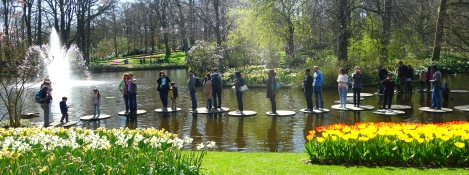 Keukenhof pond traffic _ expatlingo.com