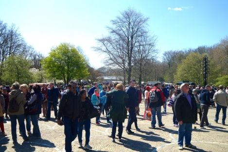 Crowds at Keukenhof 2 _ expatlingo.com