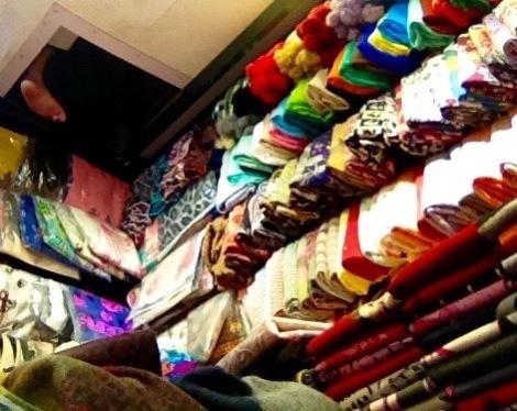 Scarf shop in LoWu, Shenzhen _ expatlingo.com