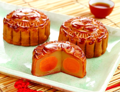 Mooncake with egg yolk lotus paste center